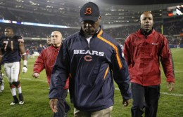 Lovie Smith walks off the field after 24-20 loss to the Philadelphia Eagles in Chicago, Sunday, Nov. 22, 2009. (AP Photo/Nam Y. Huh)