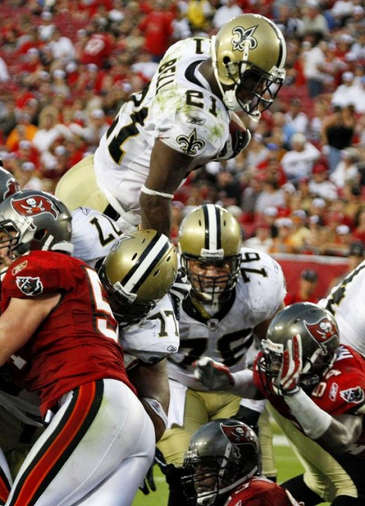 New Orleans Saints running back Mike Bell (21) dives over the line to score a fourth quarter touchdown against the Tampa Bay Buccaneers during an NFL football game Sunday, Nov. 22, 2009 in Tampa, Fla. The Saints defeated the Buccaneers 38-7. (AP Phot