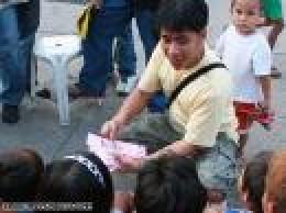 Kuya Ef during one of his weekend routine of volunteerism