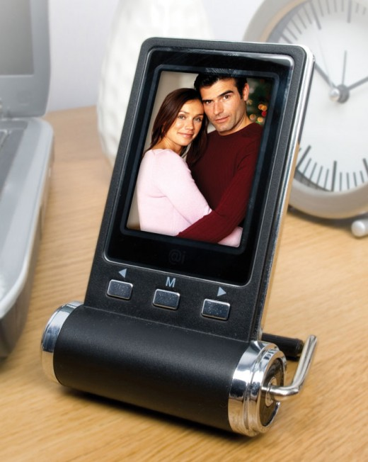 Share family photos at work with this handy portable digital frame!