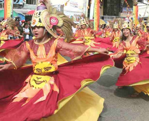 Festival dancing sun girls, Sinulog 2006