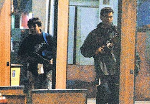 Terrorists attacking a Hotel in Mumbai, India.................Photos courtesy Flickr.
