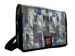 Did you expect that this laptop bag is also made of plastics saved from thrash can ? (Picture : ester-journey.blogspot.com)