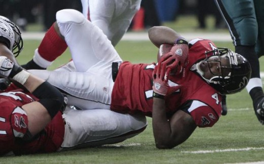 Jason Snelling (44) is pictured during their NFL football game at the Georgia Dome in Atlanta Sunday, Dec. 6, 2009, (AP Photo/Dave Martin)
