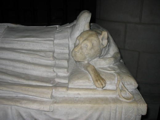 Tomb Effigy...with man's best friend.