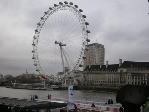 This is one huge ferris wheel!