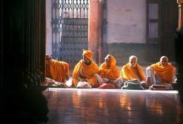Holy men at Benaras (by babasteve)