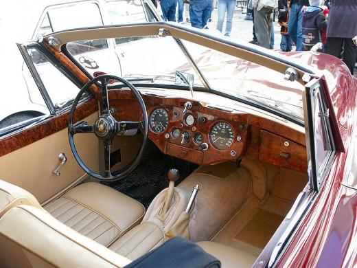 Jaguar XK140 interior by Frode Inge Helland via Wikimedia Commons