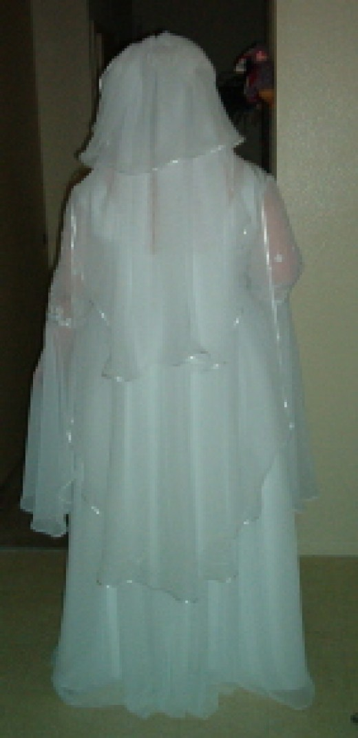 Make a wedding veil like this very inexpensivly
