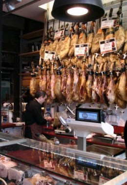 Iberian ham, no decent gourmet market can go without a ham joint! Credit: www.guias-viajar.com