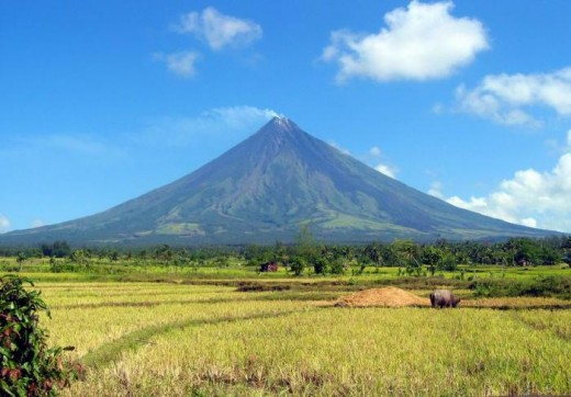 http://travelandtourwithpari.files.wordpress.com/2009/01/mayon-volcano4.jpg