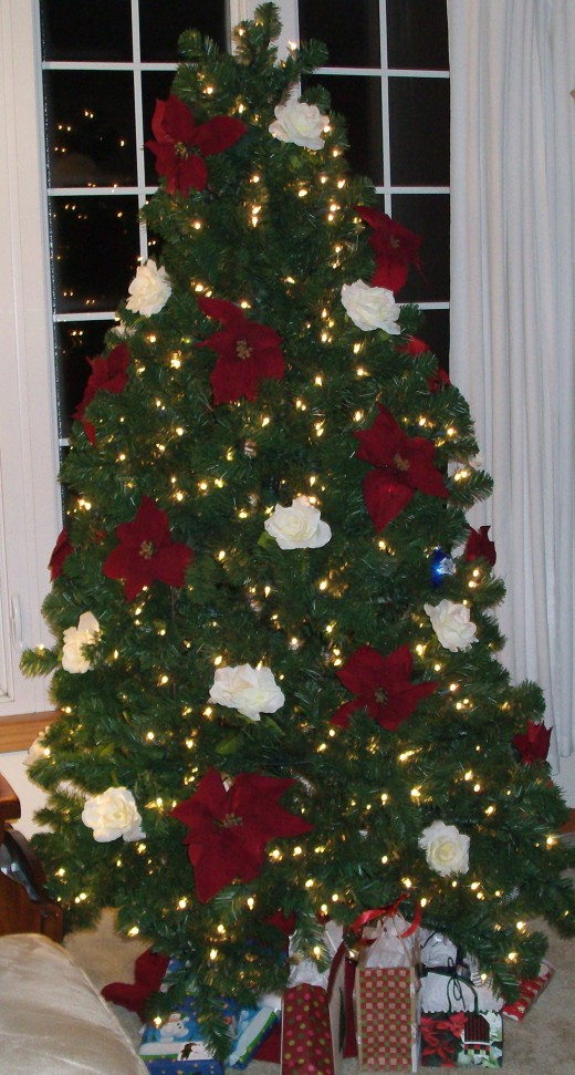 Christmas Tree with Silk Floral (photo courtesy of GmaGoldie) Red Poinsettias