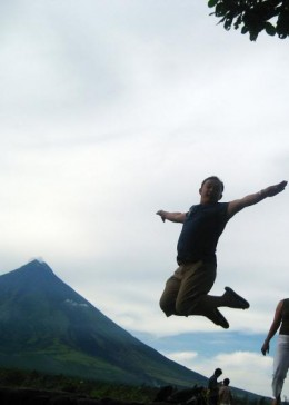 A jump of joy with Mayon Volcano as a backdrop will certainly make a great souvenir picture.