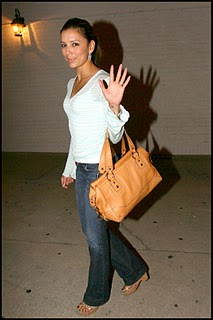 Eva Longoria in simple jeans and simple hairstyle