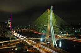 Since the inauguration, a fully computerized system of LED lights changing colors and patterns, developed by Philips, illuminates the bridge at night.