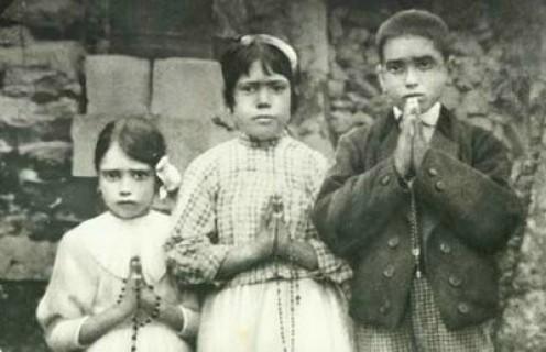 Lucia dos Santos and her cousins Francisco Marto and Jacinta Marto in 1917