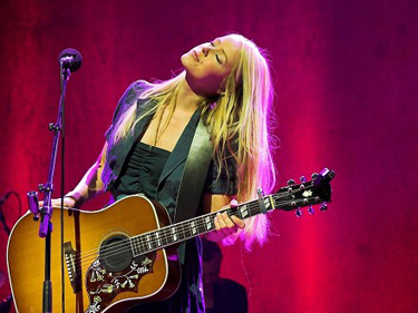 Tina Dico from Denmark, a new addition to the Zero 7 line up.