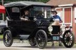 Ford's 1915 Model T   source:Google image