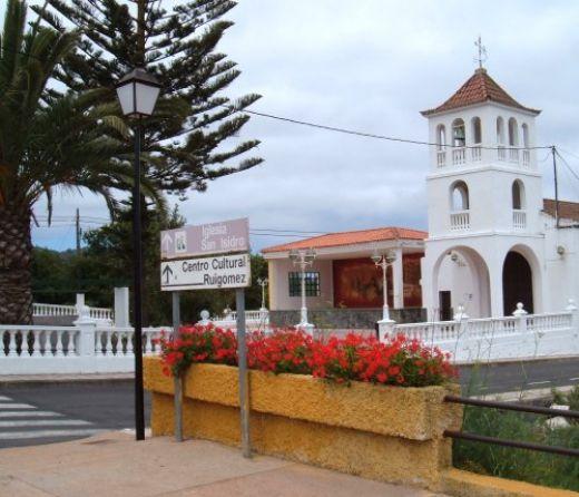 Ruigomez church and square