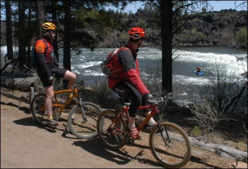 Bikers along the Deschutes River