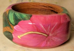 Wide wooden bangle with hibiscus flower design