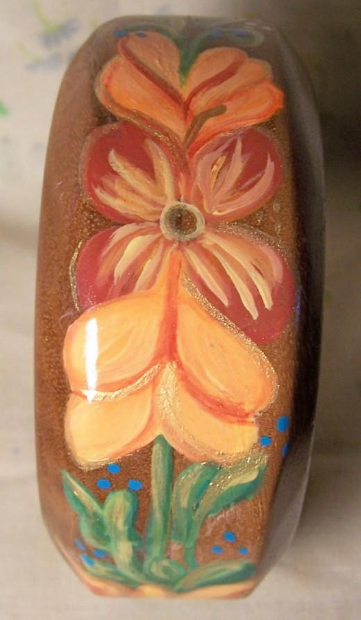 Last view of Norwegian design on bangle bracelet.