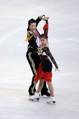 Xintong Huang and Xun Zheng of China compete in the Cumpulsory Dance competition during the 2009 ISU World Figure Skating Championships on March 24, 2009 at Staples Center in Los Angeles, California. (Photo by Harry How/Getty Images