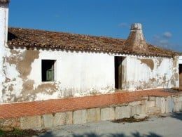 Villa with canudo roof tiles