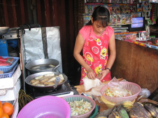 Another vendor frying and selling vegetable lumpia