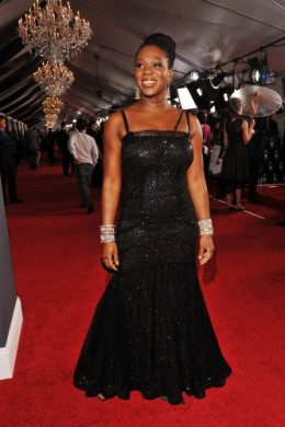 India Arie looked good in the black also.  This dress was really classy and fit her well. Good job girl.