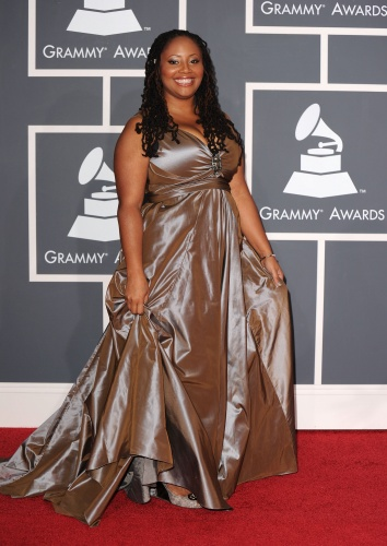 Lalah hathaway made sure we saw those Gucci shoes hidden under this great dress.  She looked stunning. Luv it!!