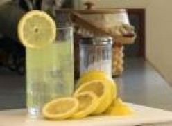 Refreshing homemade lemonade with lemons!