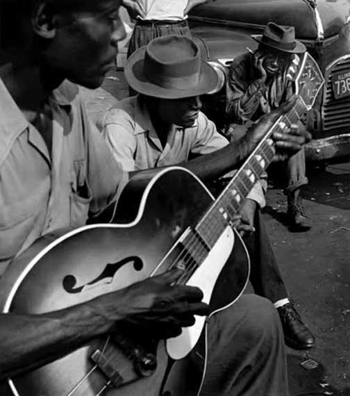 WAYNE MILLER PHOTOGRAPH OF CHICAGO BLUES MUSICIANS 1940s