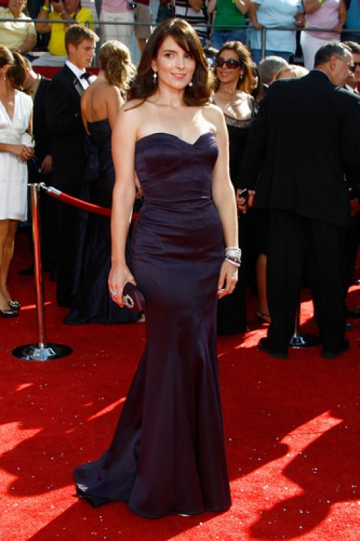 Funny girl Tina Fey is looking seriously sexy in her navy blue mermaid style frock.