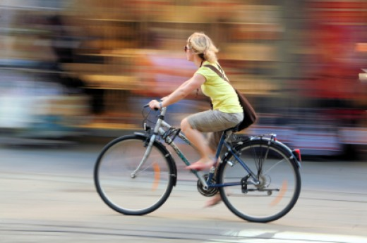We need to know about few basic things like gears, gear ratios and gear shifting to understand the connection between gear shifting and easy pedaling.