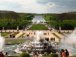 Palace of Versailles garden with fountain