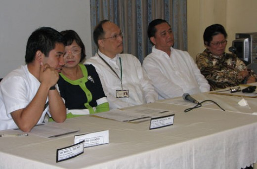 UP College of Medicine press briefing (from left) Ramon L. Guinto, Dr. Grace Gonzaga, Dr. Alberto Roxas,  Dr. Bu Castro,  Prof. Teresita Barcelona, National President of Philippine Nurses Association (Photo Fred Dabu)