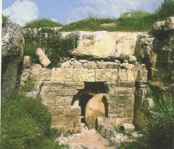 Burial Site such as Crist was placed in were Commond in the 1st Century were fitted w/Large round stone that could be rolled across the Entrance to keep Scavenging animals. Short tunnels dug inside to accommodate the bodies