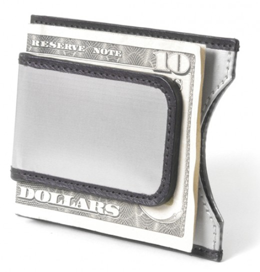 Stewart/Stand Money Clip Stainless Steel Wallet                      http://www.airlineinternational.net/stststmamocl.html