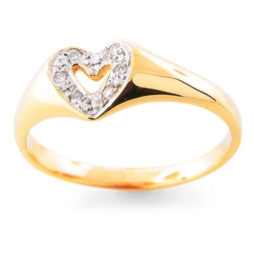 Ring with several small diamonds