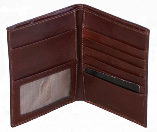 Vantaggio hand-stained Italian Leather Hipster Passport Case         http://www.airlineinternational.net/vaitlehipaca.html