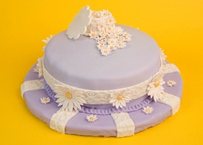 A round layer cake is easily turned into an Easter bonnet with icing or fondant. image:istock; licensed