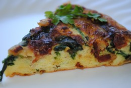 Cut the frittata into wedges and it's ready!