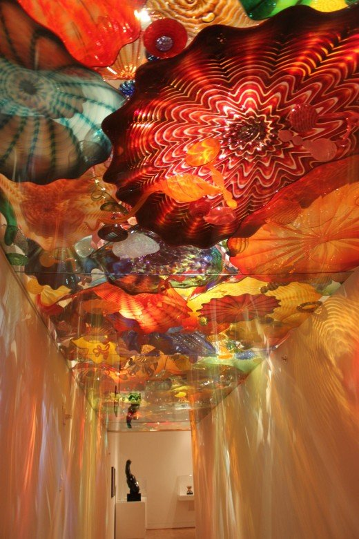 Glass ceiling exhibit by Dale Chihuly.