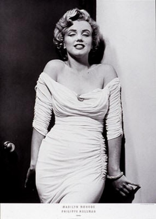 Marilyn Monroe making a simple white sheath look fabulous, photographed by Phillip Halsman - photo credit: greatmodernpictures.com