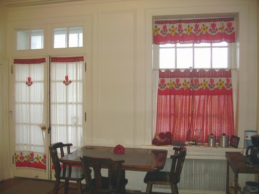 Diy Idea How To Make And Sew Kitchen Curtains From Square Dance Skirts Or Old Clothing Re