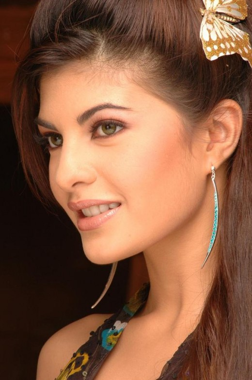 Smiling Beauty of Jacqueline Fernandez