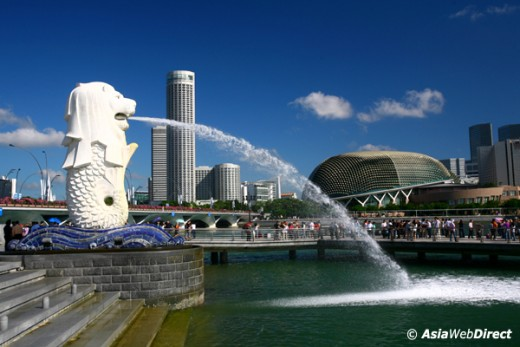 The Merlion, the famous symbol of Singapore (http://singapore-photos.com/)