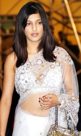 Shruti in White Saree