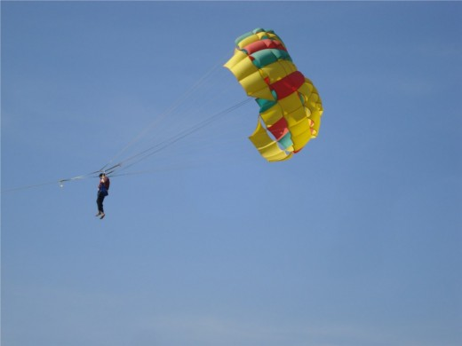 Parasailing in Batu Feringhi, Penang - Photo 2